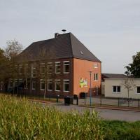 Hauptgebäude mit Anbau OGS